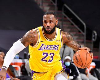 NBA》湖人雙星熱身賽首亮相 輕取太陽 – 最新體育新聞,即時比分,賽程和戰績 | FOX體育台